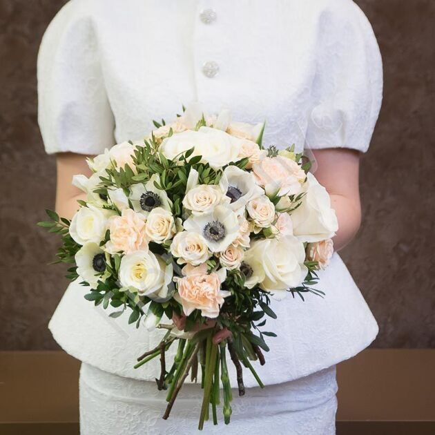 Medium package - Bridal bouquet with roses and anemones