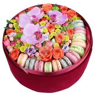 Box with flowers and macarons
