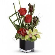 Centerpiece with roses and orchids