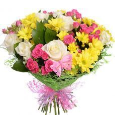Bouquet of yellow chrysanthemums and pink roses