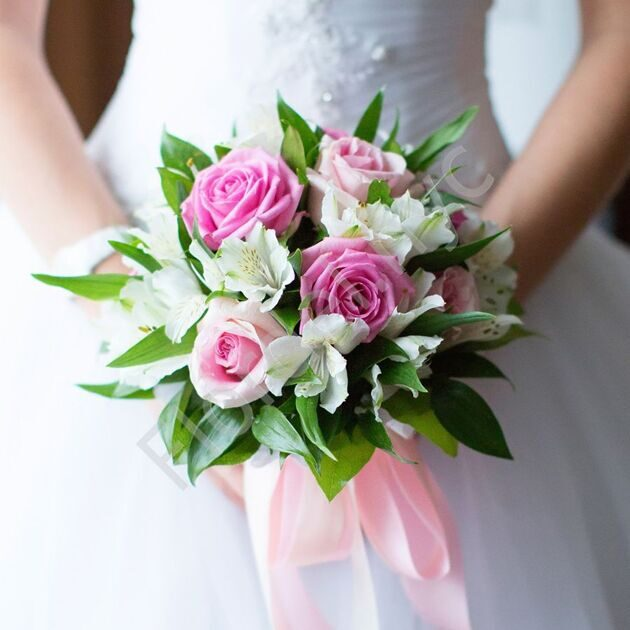 Basic package - Bridal bouquet with roses and alstromerias