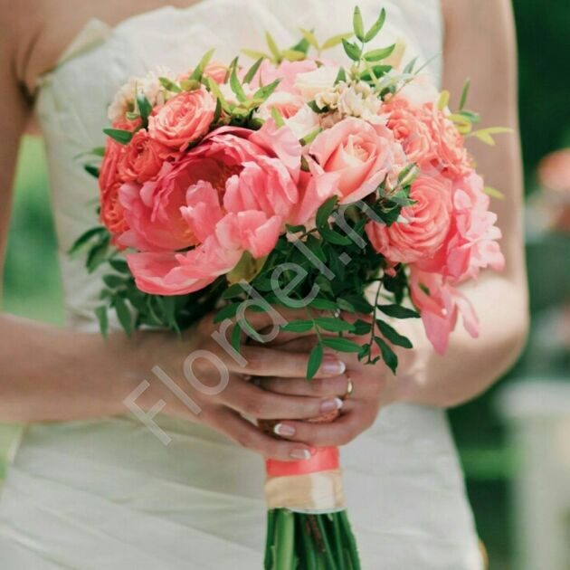 Deluxe package - Bridal bouquet with roses and peonies