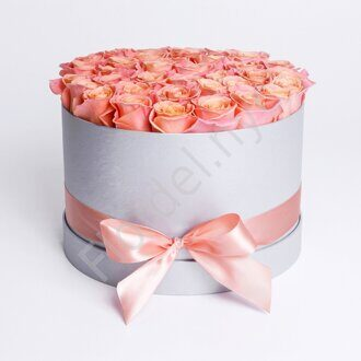Peach preserved roses box