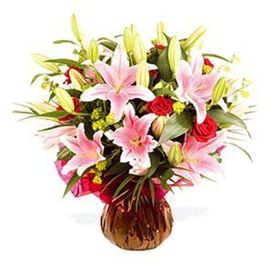 Bouquet of lilies and red roses