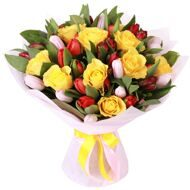 Pink and red tulips with yellow roses