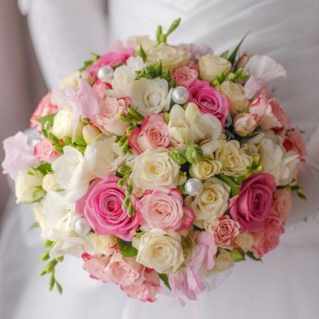 Intimate package - Bridal bouquet with shrub roses and freesias
