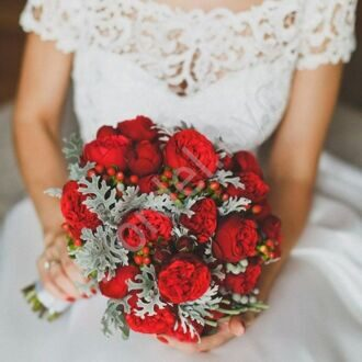 Bridal bouquet with red roses of David Austin