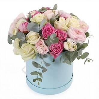 Box with roses and ranunculus