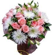 Bouquet of pink roses and white chrysanthemums