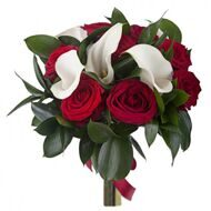Bouquet of white callas and red roses