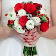 Bridal bouquet with roses of David Austin and ranunkulus