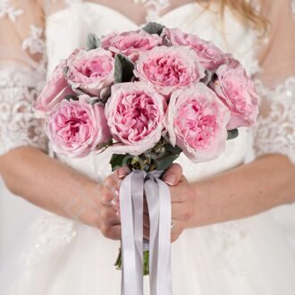 Roses of David Austin in a bridal bouquet